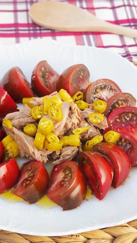 como se hace la ensalada de tomate melva y guindillas