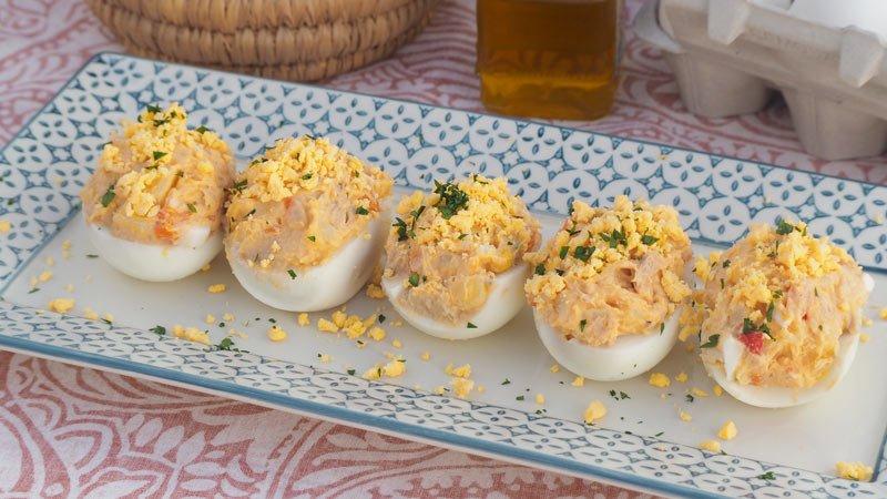 receta facil paso a paso huevos rellenos de ensaladilla