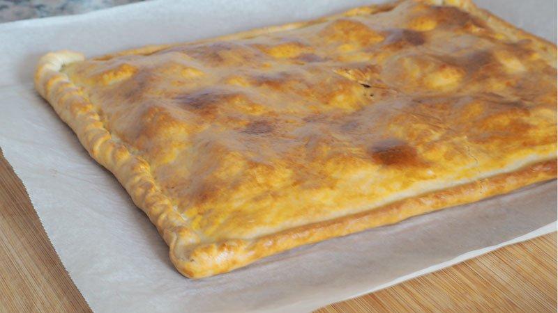 como se hace Empanada de queso, bacon y datiles receta facil