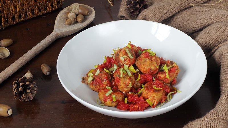 como hacer albondigas de berenjena con salsa de tomate
