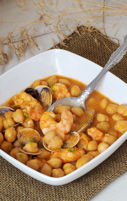 receta de potaje de garbanzos con langostinos y almejas