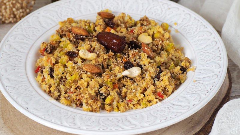 cuscus de coliflor o migas de coliflor con verduras y frutos secos receta facil