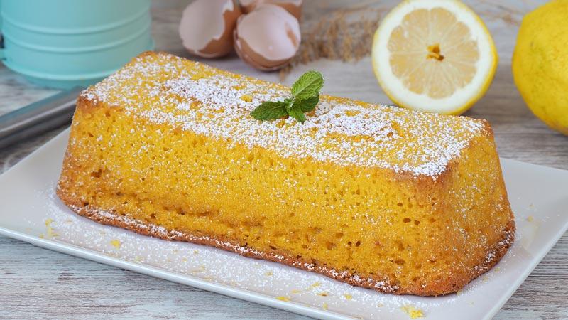 dulce o pastel de yogur y limón tipo bizcocho