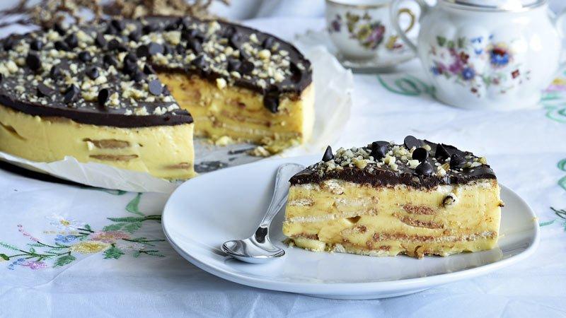 tarta de galletas con flan y cobertura de chocolate o tarta de la abuela