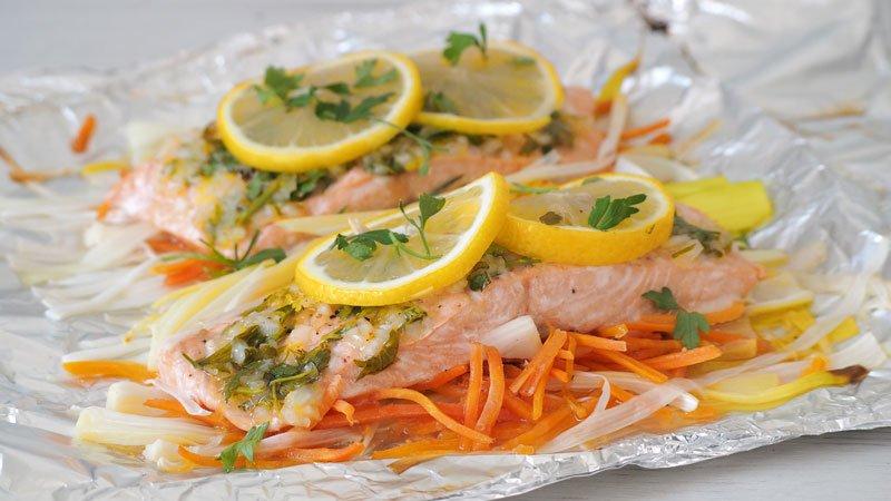 receta saludable de salmon en papillote con salsa de limon