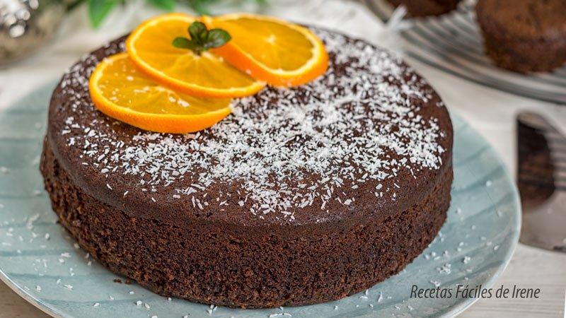 bizcocho esponjoso de chocolate, naranja y almendra