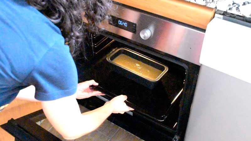 hornear el cake de limon a 160 grados